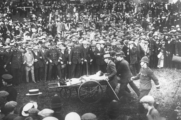 Photograph of Suffragette dies after protest at Epsom Derby