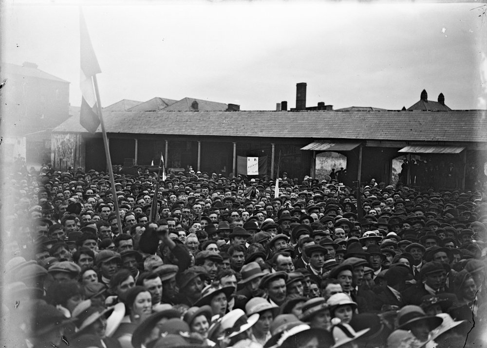 Between armed rebellion and democratic revolution: the Irish Question in 1917