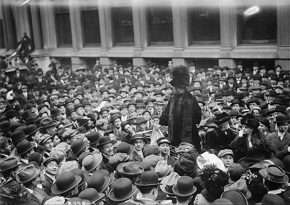 Mrs Pankhurst arrested at Immigration, but then freed to enter the US