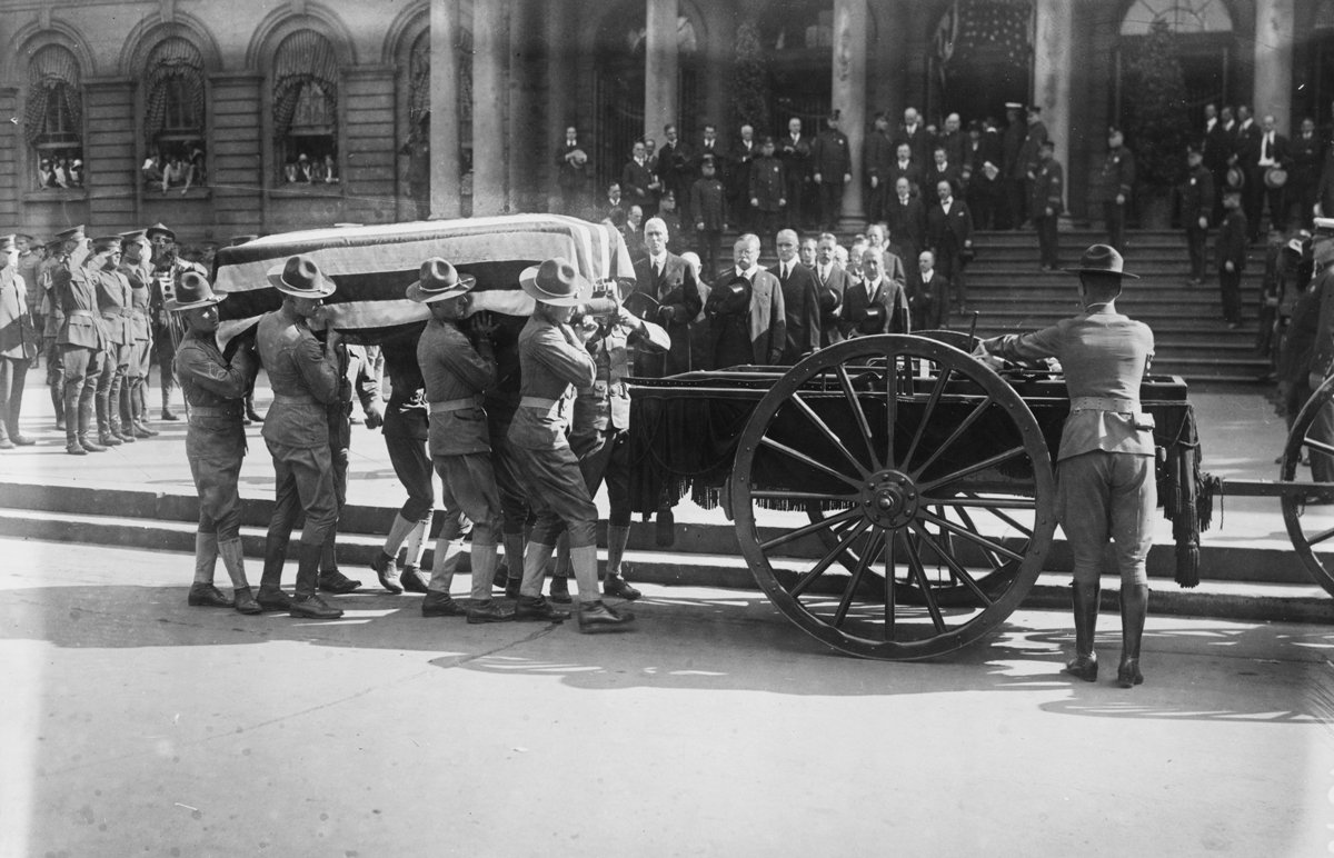 John Purroy Mitchel, former Mayor of New York, laid to rest