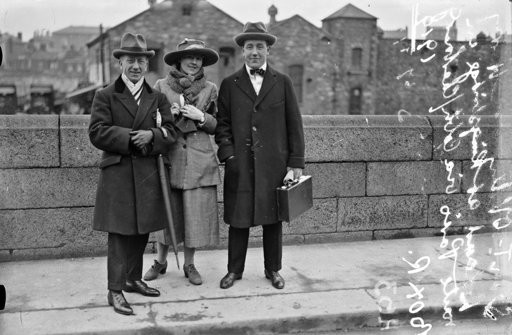 Seán T. O'Kelly, Mary Kate O'Kelly (née Ryan), and Harry Boland at Kingsbridge Station en route to Paris
