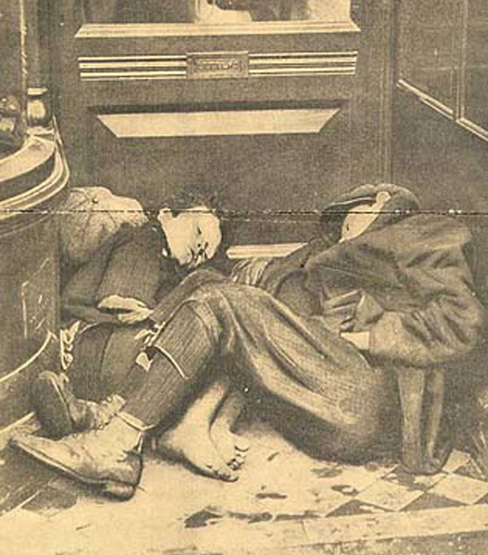 La Misère à Dublin: two young boys taking shelter in a doorway in the city. Published in Paris - Le Miroir, 18 Rue D'Enghien, 23 November 1913.