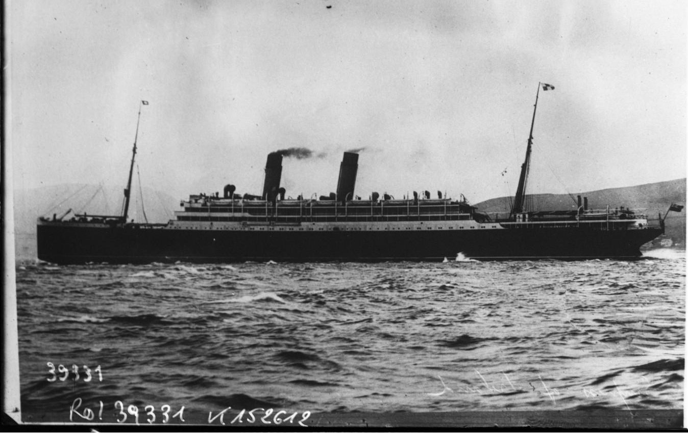 Photograph of 1,000 drown as Empress of Ireland sinks
