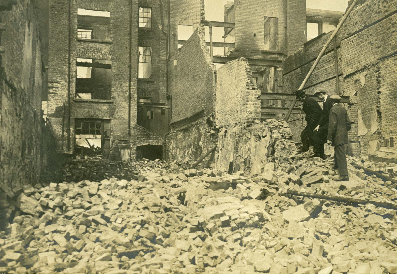 After the bombardment: representing the ruins of 1916