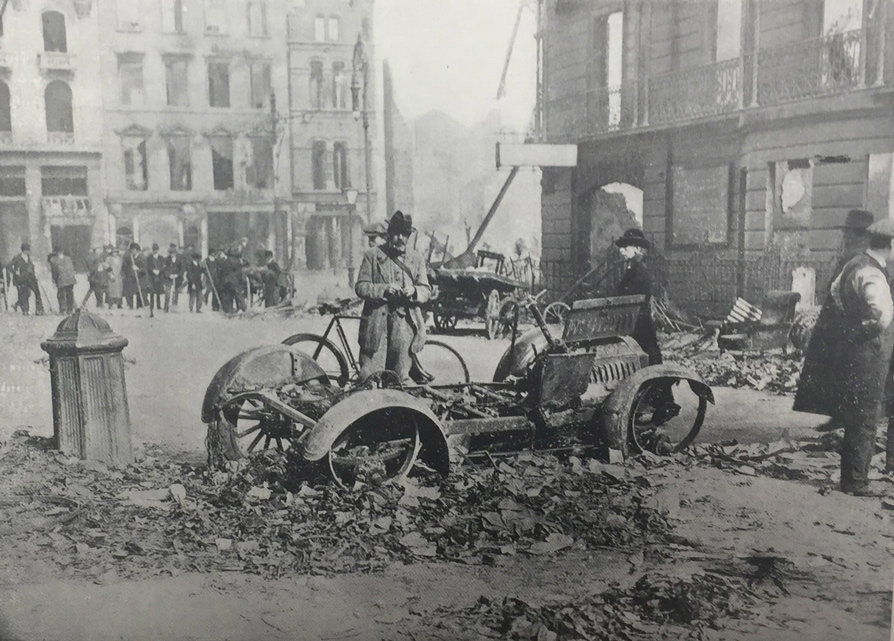 Destruction-gall-burnt-out-car-in-mg-1916
